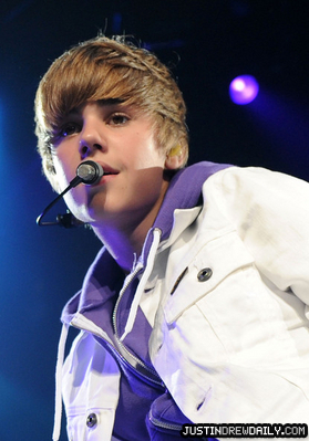 Tours > My World Tour (2010) > June 2010 > Sun National Bank Center, Trenton New Jersey; (June 24th)