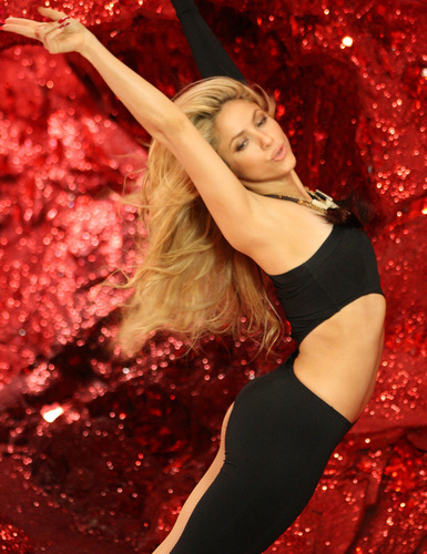 Shakira mbwa mwitu