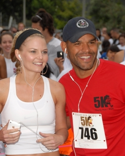 House M.D. wolpeyper called Jennifer Morrison at the Padres Contra El Cancer Annual Stand for Hope 5K Run Walk, Rose Bowl