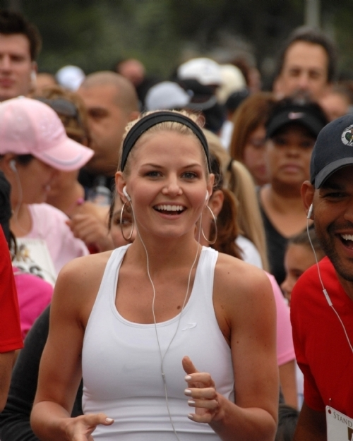 Jennifer Morrison at the Padres Contra El Cancer Annual Stand for Hope 5K Run Walk, Rose Bowl