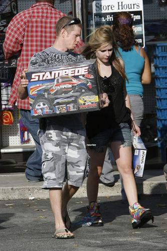 Avril Lavigne Shopping In Sherman Oaks June 26 2010!