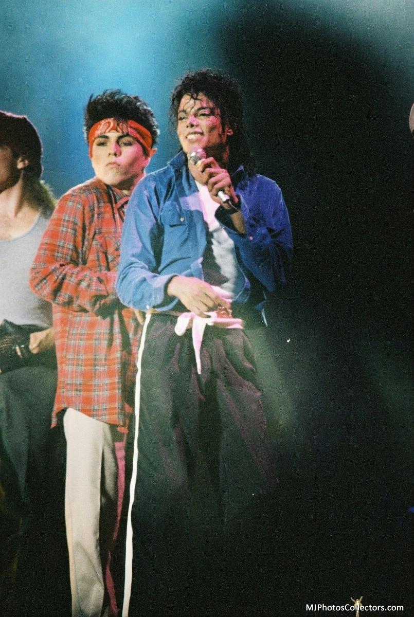 Bad Tour - The Way Ты Make Me Feel