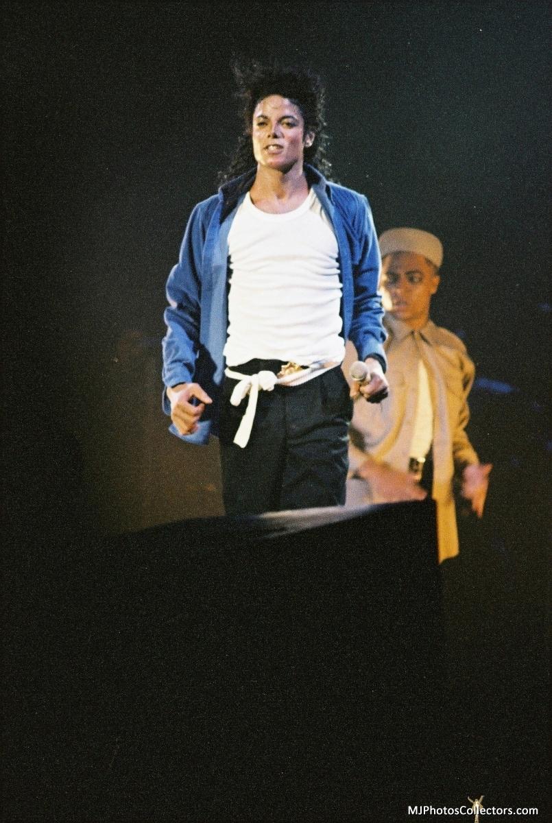 Bad Tour - The Way আপনি Make Me Feel
