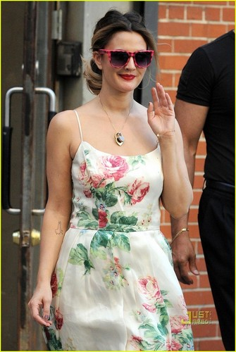 Drew Barrymore: цветок Power!