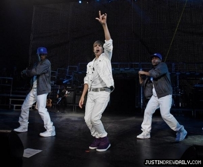 accueil > Tours > My World Tour (2010) > June 2010 > Marcus Amphitheater- Milwaukee Summer Fest, Milwau