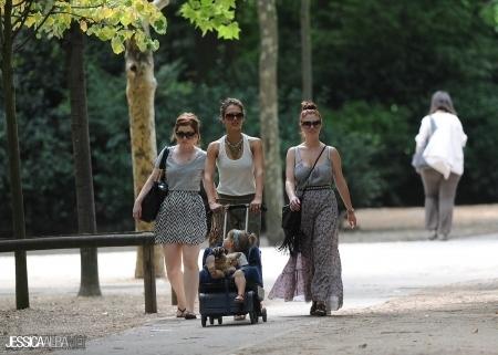 Jessica out in Paris