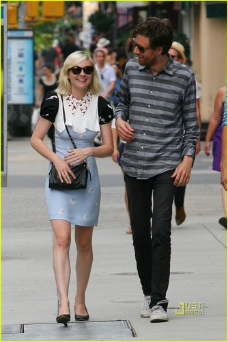 Kirsten Dunst & Jason Boesel: Soho Stroll