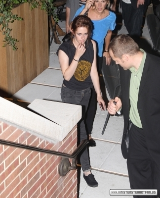 Kristen leaving the Eclipse screening in NY - 29-6-10