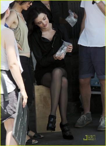 Miranda Kerr Stays Cool In NYC