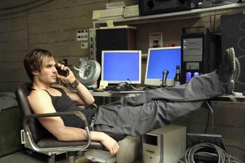 Ian Somerhalder Hintergrund titled Pulse