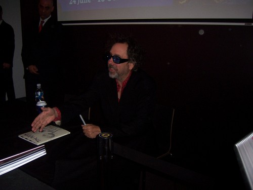 Tim バートン doing a book signing at ACMI, Melbourne