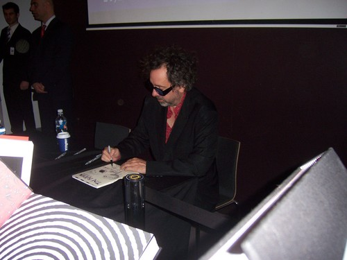 Tim बर्टन doing a book signing at ACMI, Melbourne