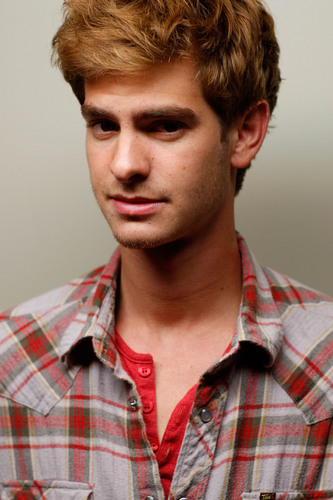"Andrew Garfield karatasi la kupamba ukuta entitled ""Boy A"" Portrait Shoot"