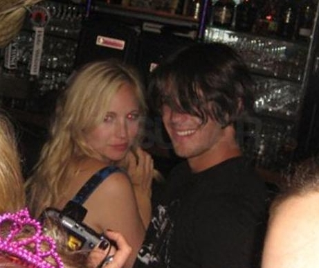 http://images2.fanpop.com/image/photos/13500000/Candice-Steven-spotted-Making-Out-the-vampire-diaries-tv-show-13520418-461-387.jpg