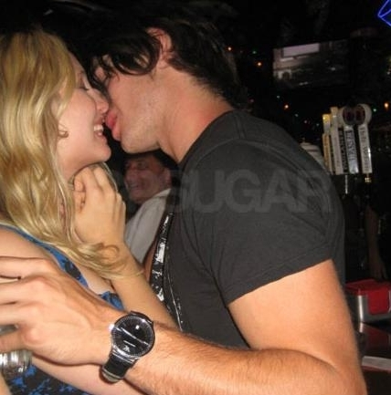 http://images2.fanpop.com/image/photos/13500000/Candice-Steven-spotted-Making-Out-the-vampire-diaries-tv-show-13520420-428-433.jpg