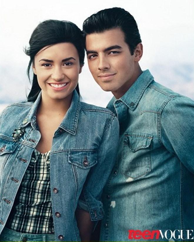 Demi Lovato DEMI LOVATO AND JOE JONAS POSE TOGETHER AGAIN AFTER BREAK    Joe Jonas 2010 Photoshoot