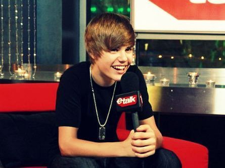 Justin Bieber Cute Smile Pictures Justin Bieber Smiling With