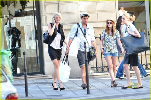 Leighton Meester & Jessica Stam: Celine Shoppers - leighton-meester Photo