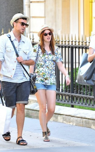Leighton out in Paris