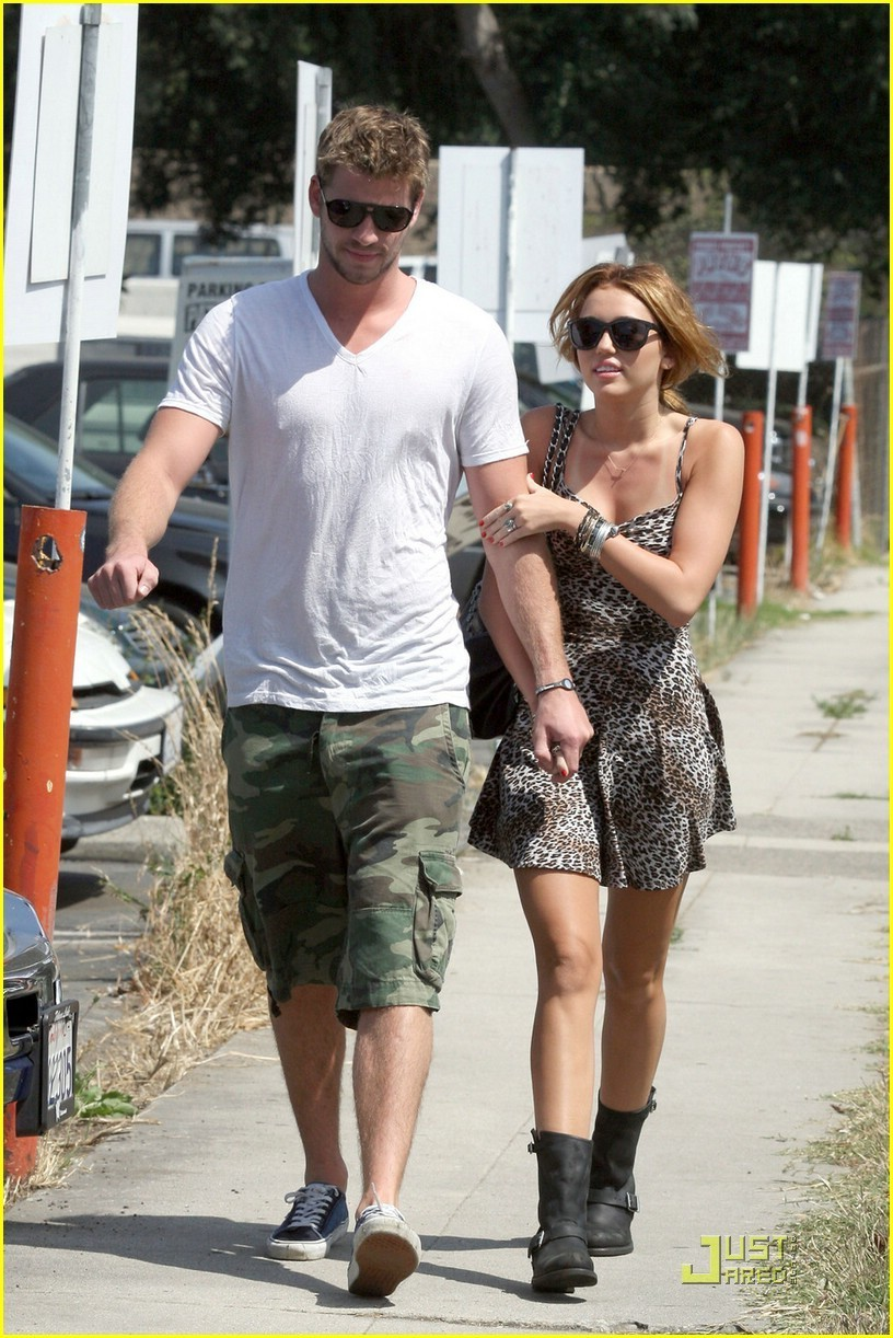 Liam & Miley out in Toulca Lake