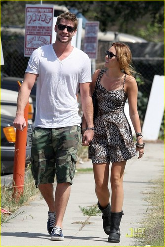 Miley Cyrus: Breakfast tarikh with Liam Hemsworth