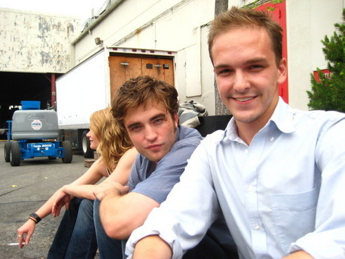 "New/Old Pic Of Robert Pattinson On The ""Remember Me """