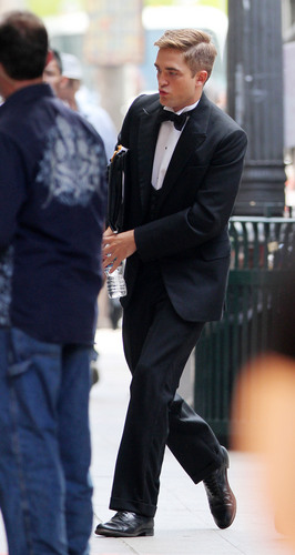 """Rob in a tuxedo on """"Water For Elephants"""" Set"""