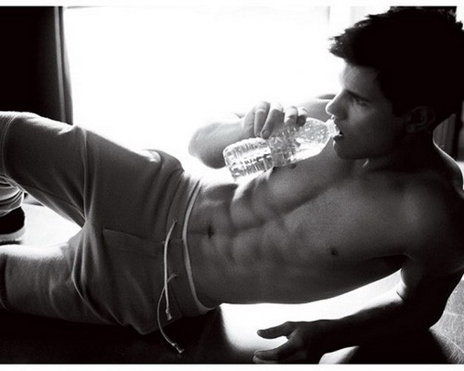 TAYLOR LAUTNER LOOKING GOOD IN GQ MAGAZINE