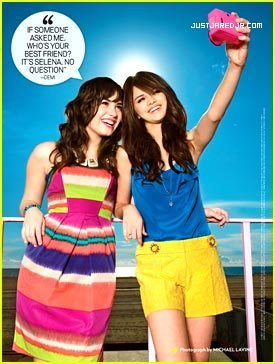 Selena Gomez na Demi Lovato karatasi la kupamba ukuta called they are not bff's anymore:( but this is before that i found that out on j-14