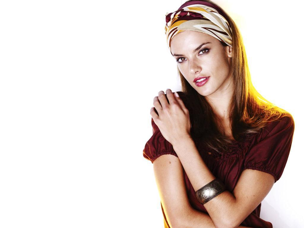Alessandra Ambrosio - Alessandra Ambrosio Wallpaper ... Alessandra Ambrosio Wallpaper
