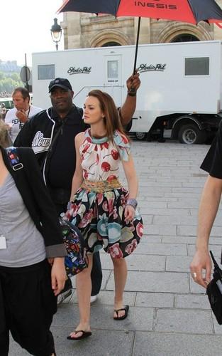 """Blake & Leighton filming """"Gossip Girl"""" in Paris"""