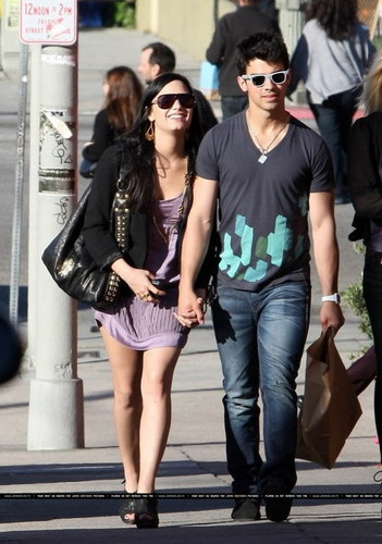 DEMI LOVATO AND JOE JONAS, au JEMI