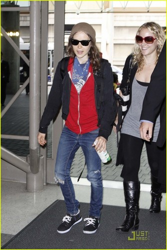 Ellen Page: Little LAX Red Riding haube