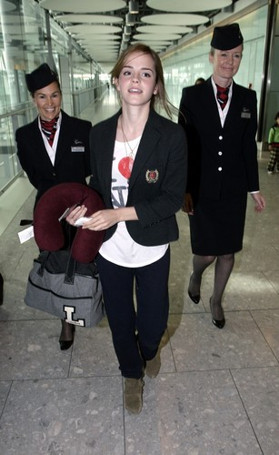 Emma Watson wolpeyper called Emma Watson - Heathrow Airport