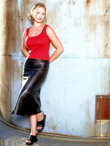 Isabel: season 2 promotional Fotos