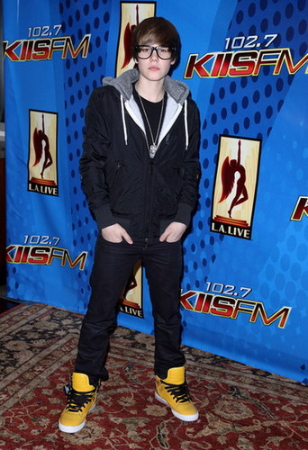 JUSTIN BIEBER WITH FAKE GLASSES