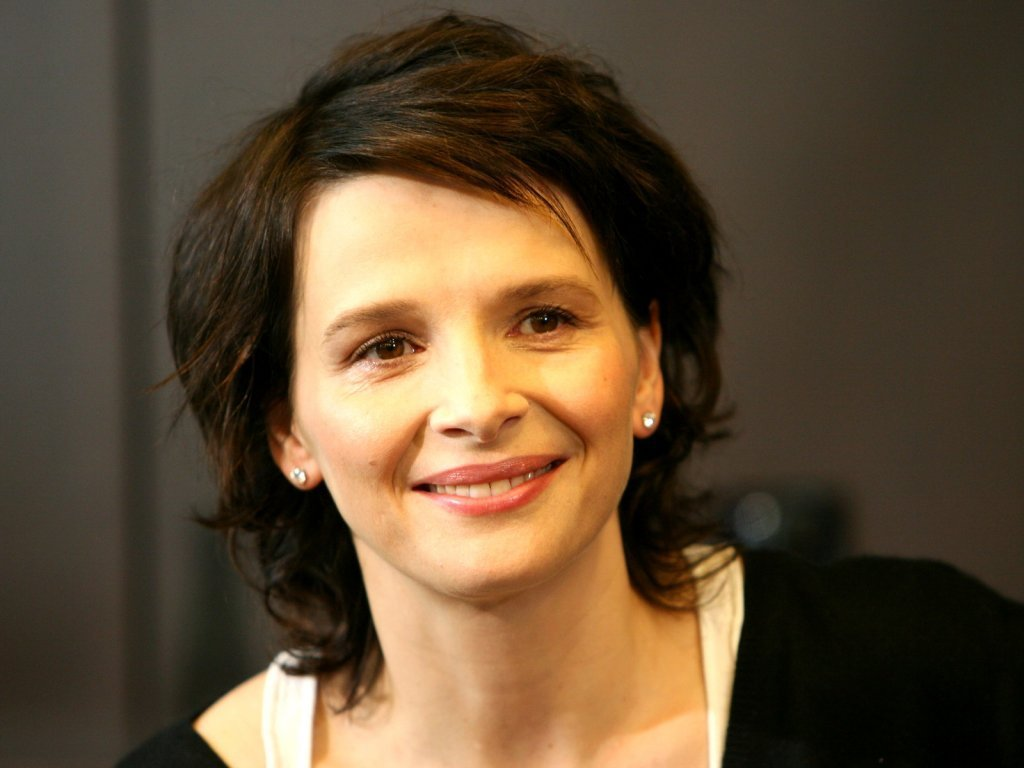 Juliette Binoche - Wallpaper Hot