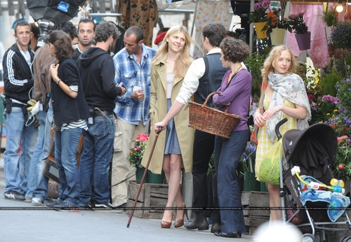 On the set of Gossip Girl July 6th in Paris
