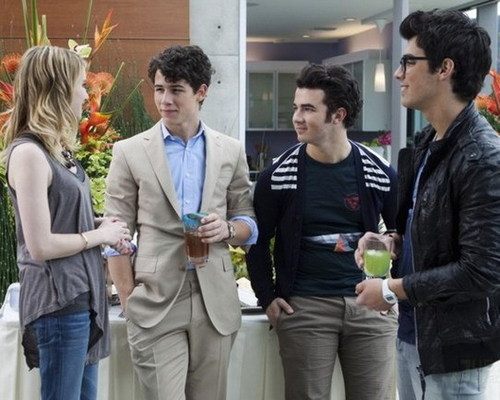 foto-foto FROM THE FIRST CHAPTER OF JONAS L.A.