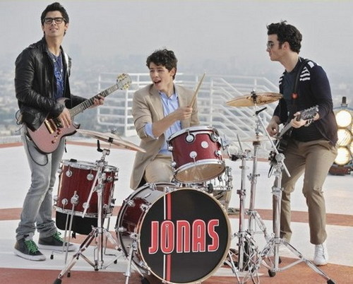 foto FROM THE FIRST CHAPTER OF JONAS L.A.