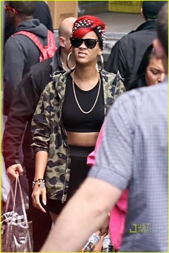 Rihanna: Studded Soundcheck!