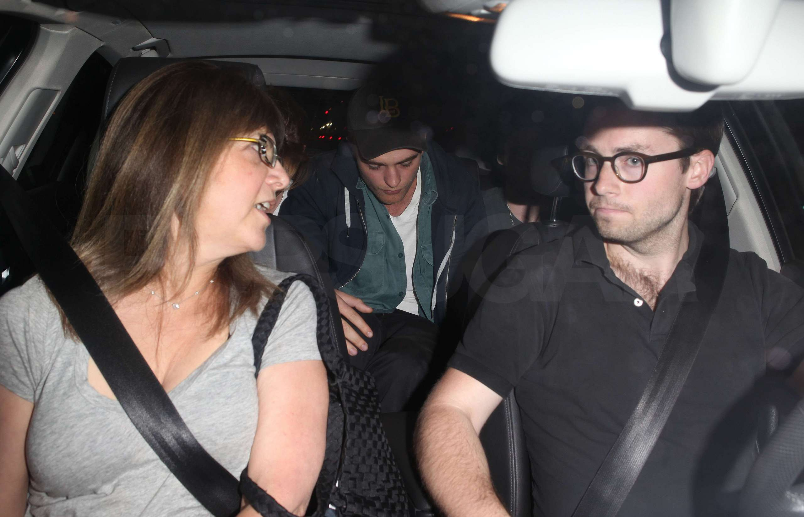 Rob and Kristen leaving Sam's konsert last night