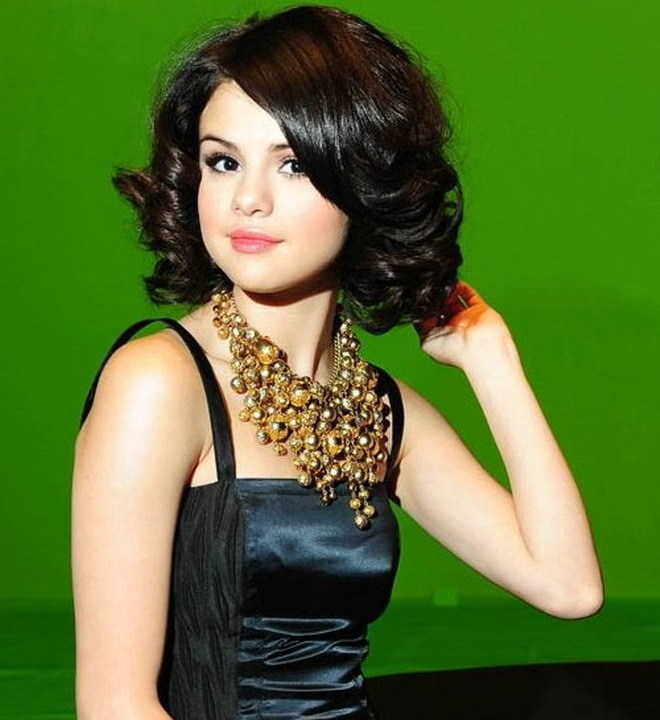 selena gomez naturally. SELENA#39;S OUTFITS for