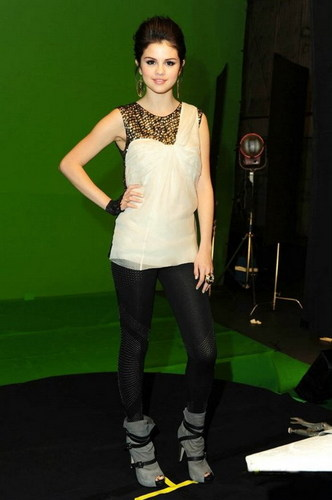 SELENA'S OUTFITS for ''Naturally''