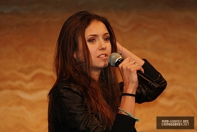 http://images2.fanpop.com/image/photos/13600000/TVD-Convention-Sydney-Australia-the-vampire-diaries-tv-show-13603340-400-267.jpg