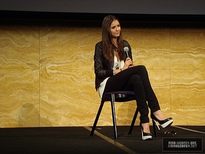 http://images2.fanpop.com/image/photos/13600000/TVD-Convention-Sydney-Australia-the-vampire-diaries-tv-show-13603342-400-300.jpg