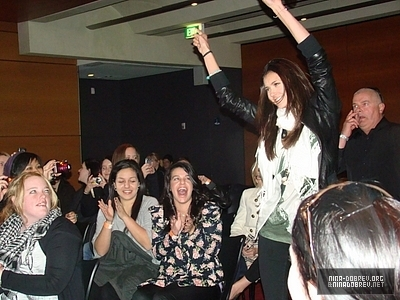 http://images2.fanpop.com/image/photos/13600000/TVD-Convention-Sydney-Australia-the-vampire-diaries-tv-show-13603355-400-300.jpg