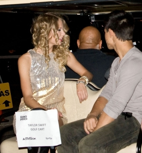 Taylor-Lautner-Taylor-Swift-s2