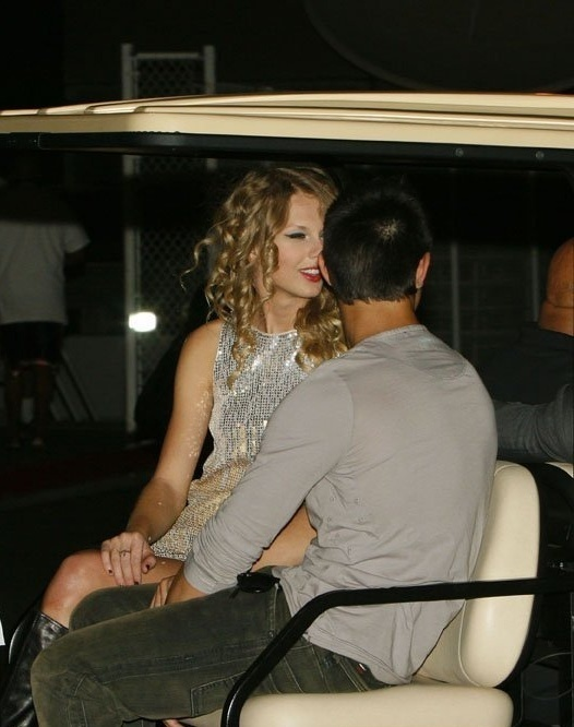 Taylor-Lautner-and-Taylor-Swift-s2.