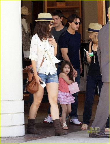 Tom Cruise, Katie Holmes & Suri Cruise: Westfield Mall Shopping Spree!